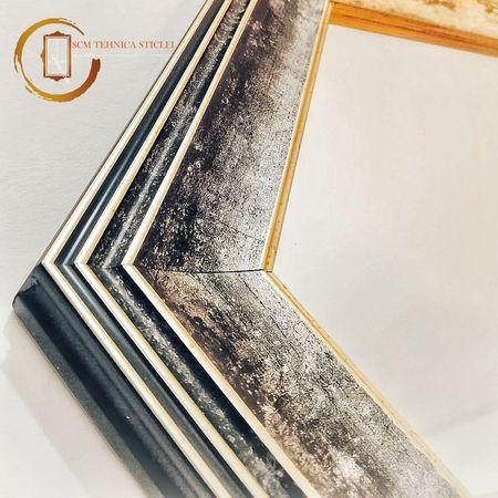 Oglindă cu ramă hexagonală din lemn