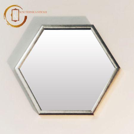 Oglindă hexagonală cu ramă din lemn